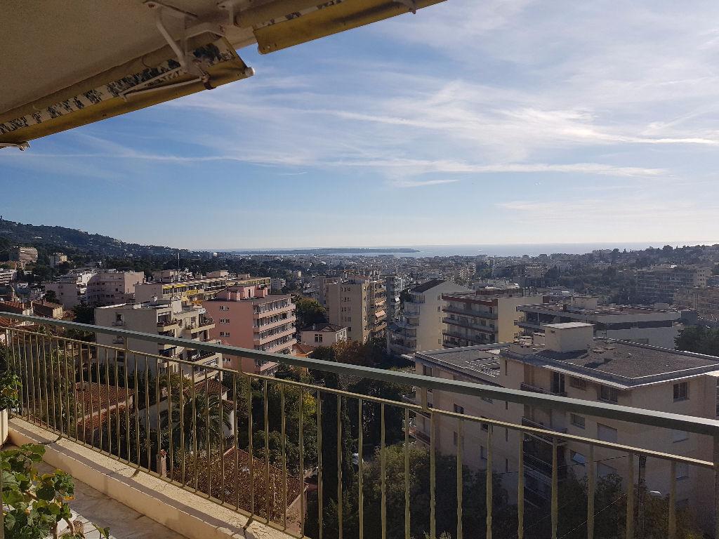Appartement dernier étage - vue mer - grand T2 de 78m² sur Le Cannet
