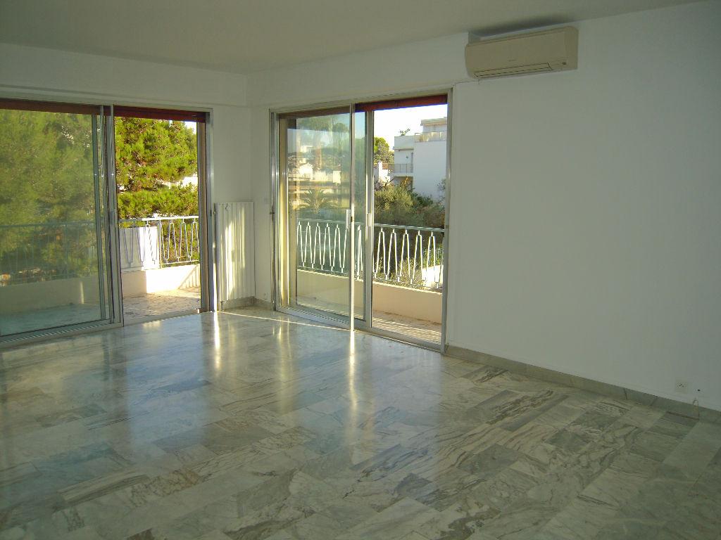 Situation idéale sur Juan Les Pins, grand T2 de 57 m2