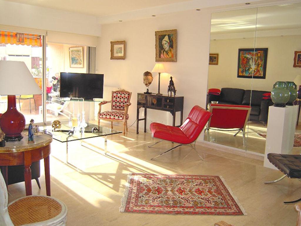 Appartement 2 pièces de 58 m² à Antibes