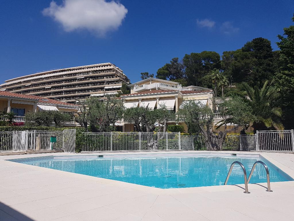 Appartement 3 pièces de 75 m² en rez de jardin quartier Oxford Cannes