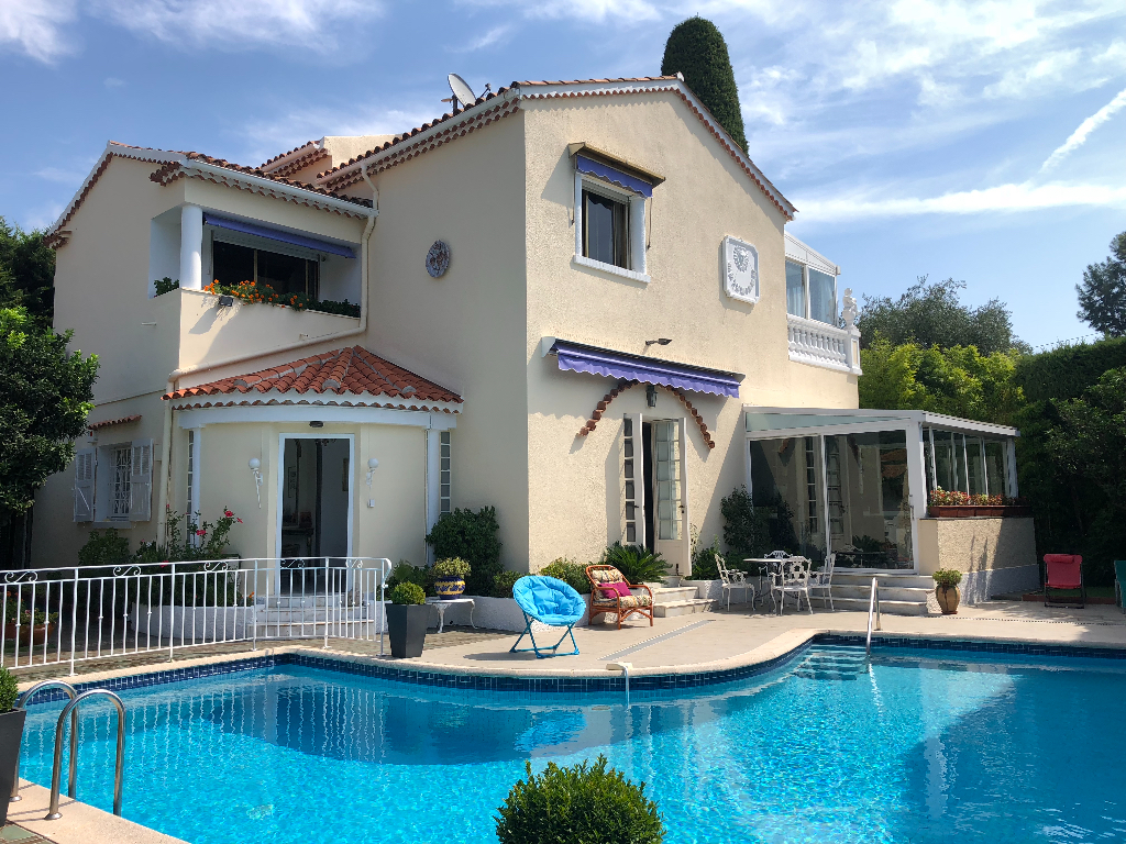 CANNES - Secteur Alexandre III - Villa de 180m2 avec piscine au calme absolu