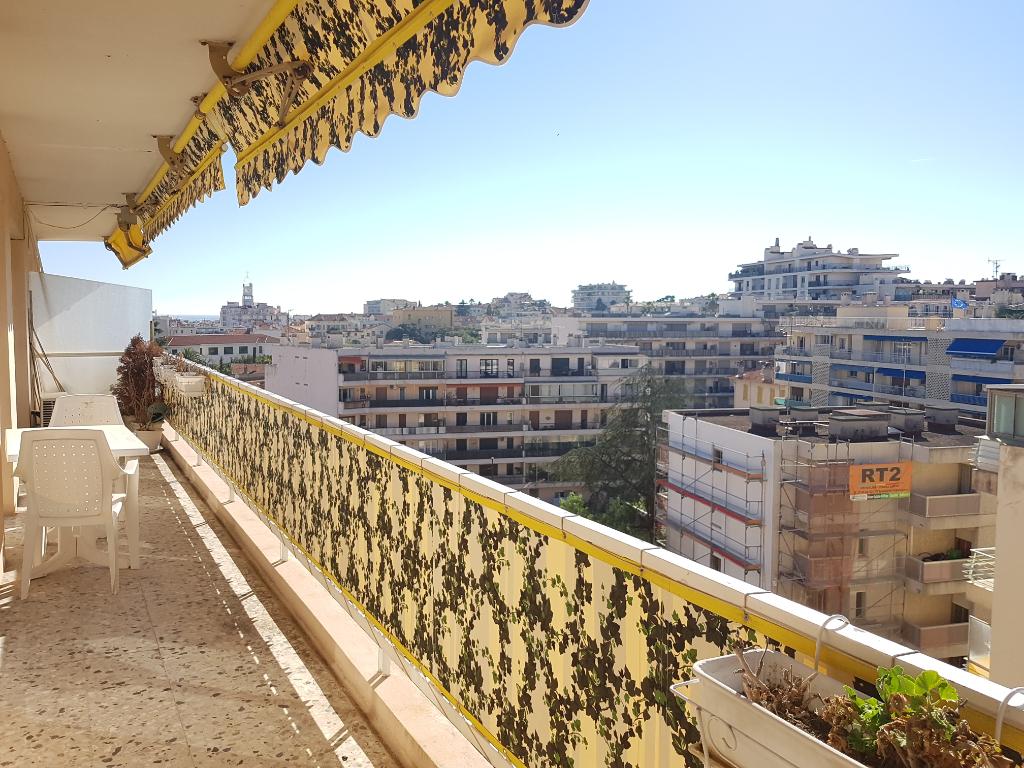 Appartement 3 pièces de 80 m² en dernier étage sur Cannes