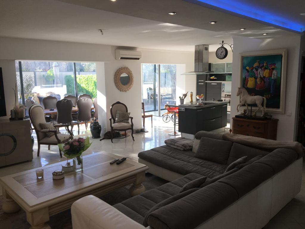 Le Cannet, T3 de 97 m² en bas de villa avec piscine privé
