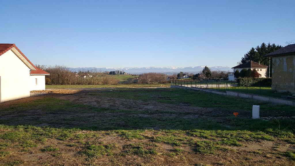 Cessieu, Terrain de presque 1000 m2 plat avec vue montagne