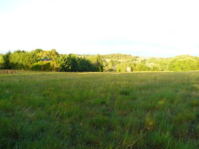BOIS DE CESSIEU, côté RUY MONTCEAU, superbe terrain avec vue montagne.