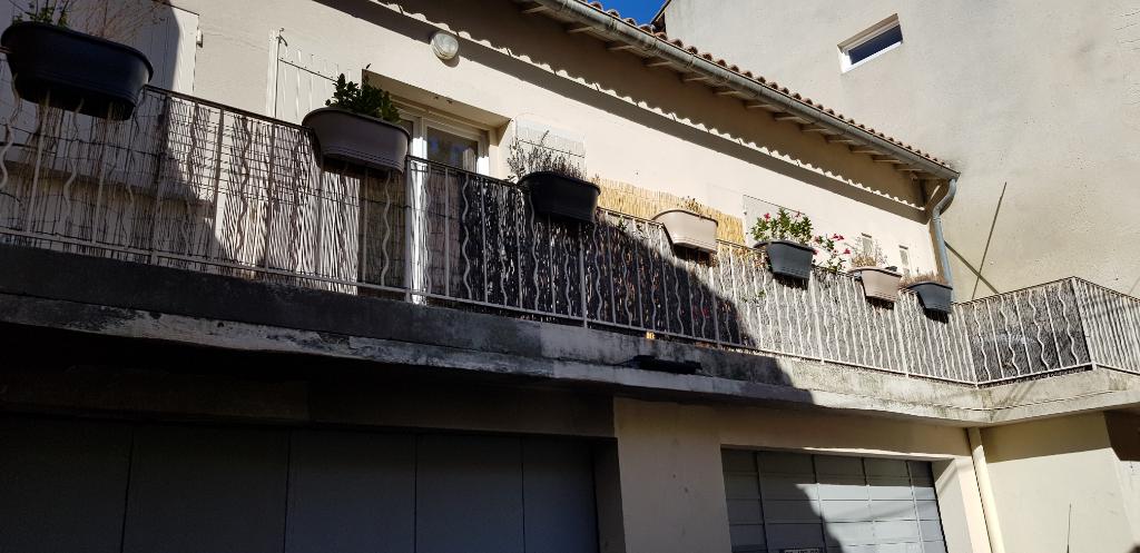 AVIGNON INTRA MUROS , MAISON DE VILLE AVEC GARAGE