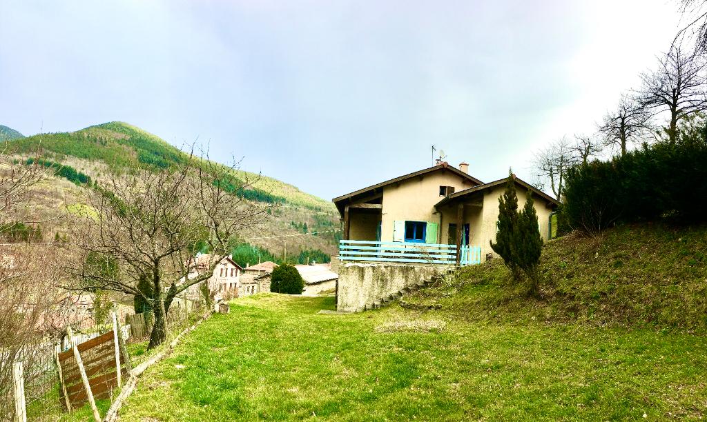 Magnifique maison de 96 m2 avec sous sol complet, combles aménageables, un terrain de 1500m2 à 20 minutes d'Annonay à St Julien Vocance