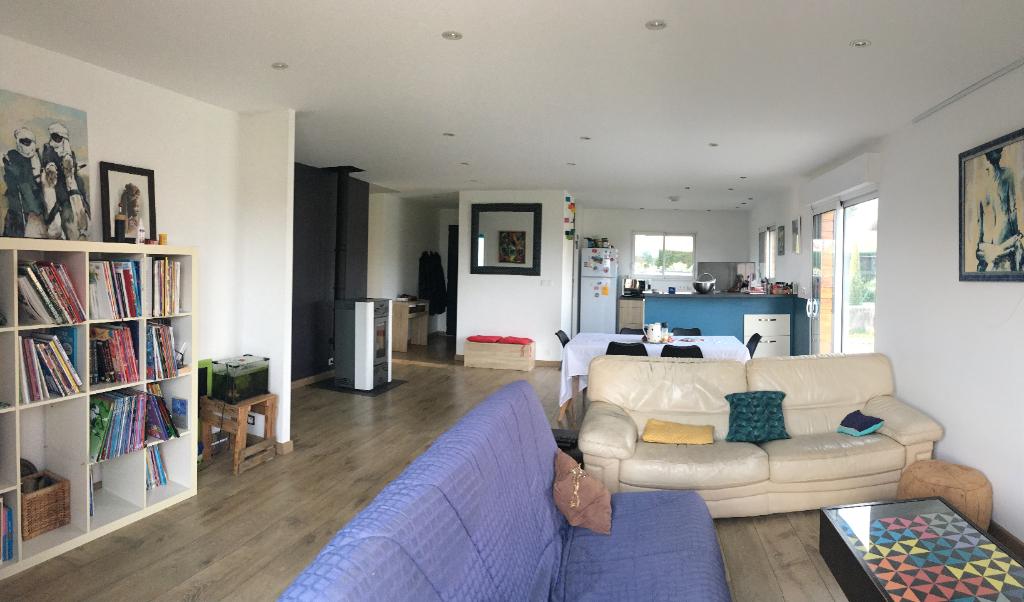 Magnifique maison de 2016 de 118m2 avec un terrain de 1230 m2 avec dépendance et garage proche de Davézieux