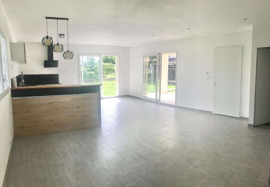 Magnifique maison de 2019 située entre Davezieux et Annonay de  105 m2 avec 700 m2 de terrain