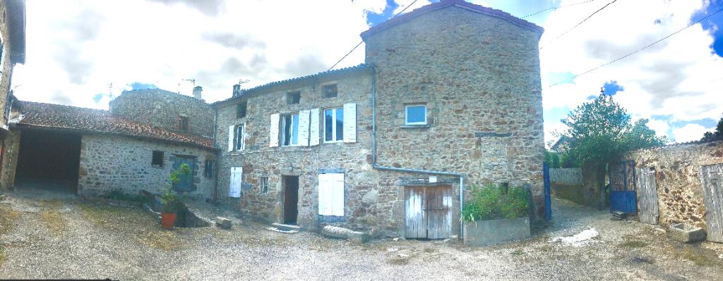 Exceptionnel, Corps de ferme comprenant 3 logements, une grange, une cour intérieure, un terrain de 1193m2, des dépendances  en centre village de  Saint Marcel Les Annonay à 10 minutes de Davézieux