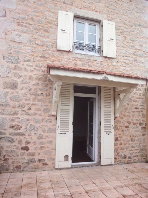 Belle maison rénovée indépendante de village à Saint Julien Molin Molette