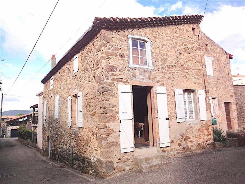 Maison de village en pierre  à Bogy de 72 m2 à rénover avec jardin, dépendances, caves ect
