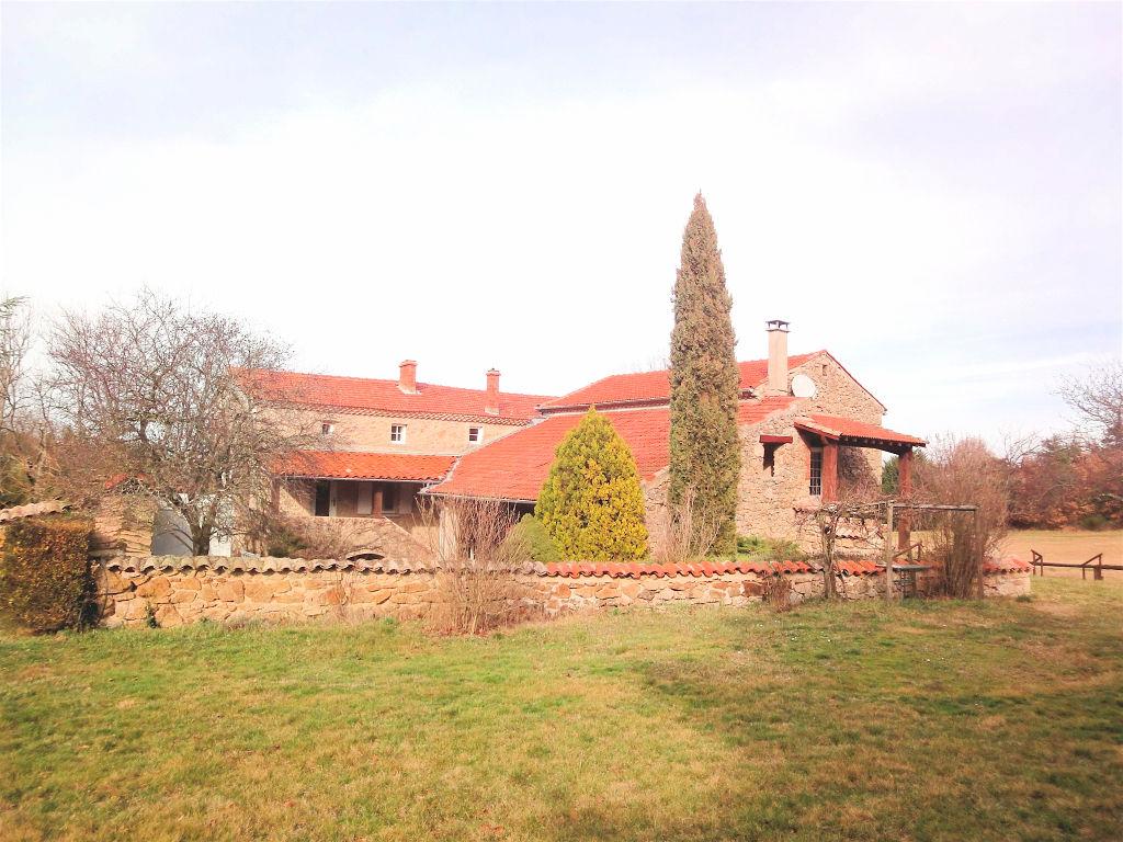 Ancienne ferme de 260 m2 avec 4800 m2 de terrain proche vallée du rhône...