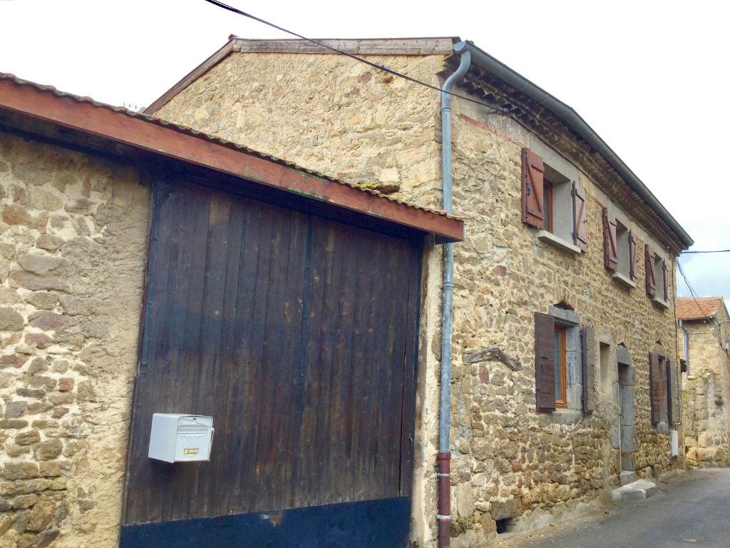 Maison en pierre de 120 m2 d'habitation  avec grange et terrasse à Annonay