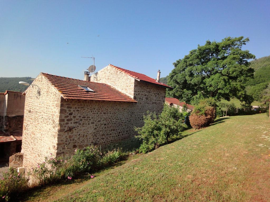 Magnifique maison en pierre de 100 m2 , avec grange de 63m2 et un terrain de 1000m2 à Boulieu Les Annonay