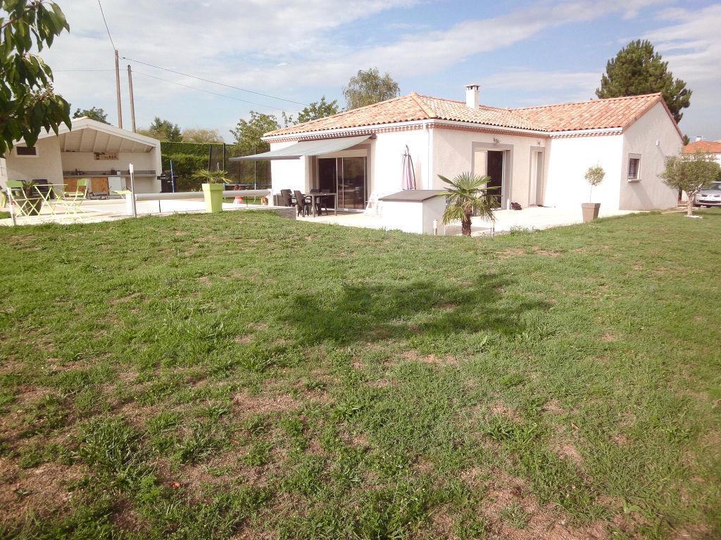 Maison récente de plan pied située entre Davézieux et Vernosc Les Annonay de 110 m2 avec un terrain de 1000m2