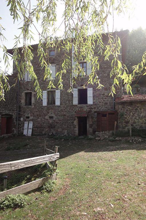 Magnifique corps de ferme à Satillieu avec 6 hectares de terrain ....