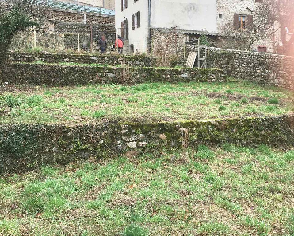 Charmante maison de village de 90 m2avec 430 m2 de terrain à Satillieu