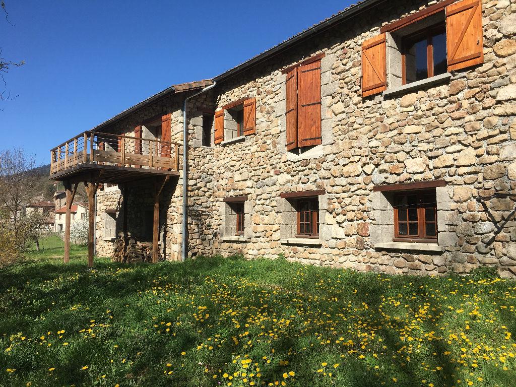 Magnifique maison récente en pierre de 206 m2 sur sous sol complet avec dépendances et un terrain de 2800m2  environs à Vocance