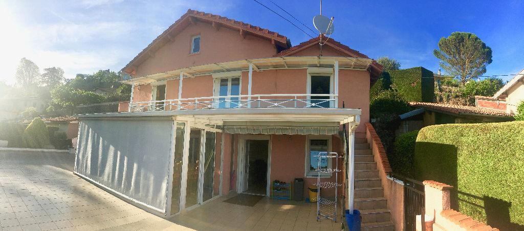 Centre ville d'Annonay,  charmante maison de 70 M2 avec jardinde 523 m2, terrasse, garage...
