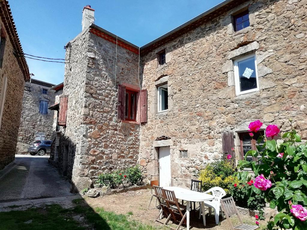 Maison en pierre de 220 m2 avec 230 M2 de dépendances avec extérieur à Saint-Jeure d'Ay
