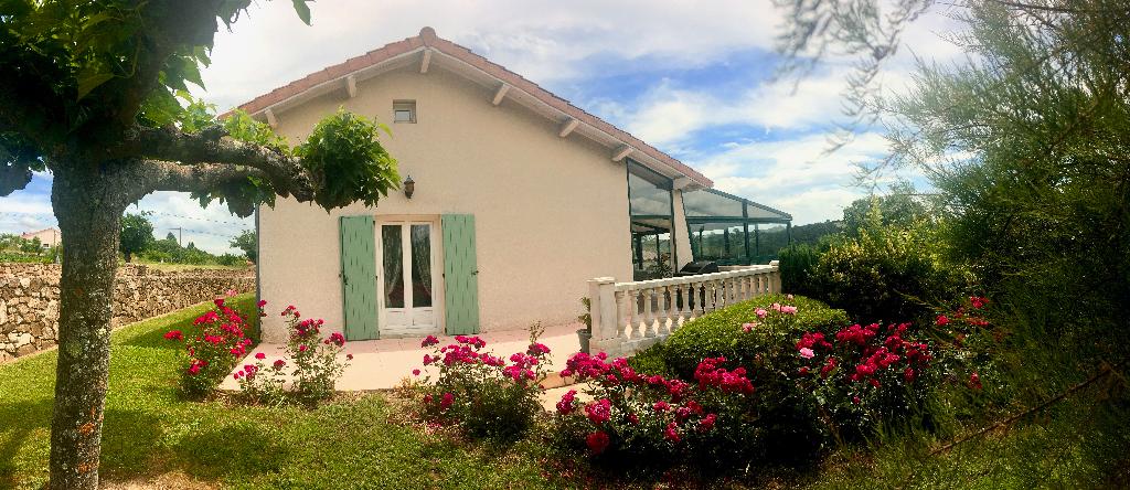 Magnifique maison de 135 m2 +une veranda de 45 m2 avec un très grand garage et un terrain de 1111m2