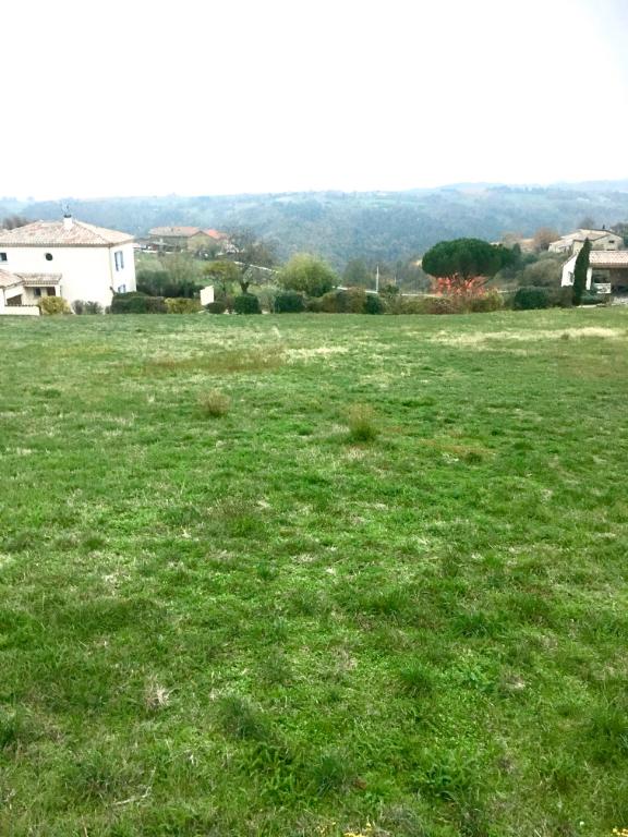 Magnifique terrain constructible à Ardoix  proche vallée du rhône de 1155 m2,  viabilisé pour l'électricité