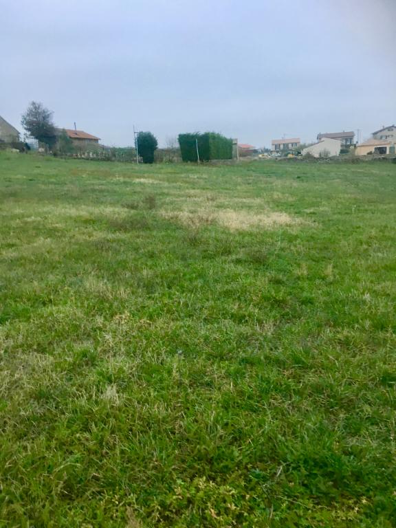 Très beau terrain constructible de 1007m2 de surface utile situé entre Sarras et Ardoix