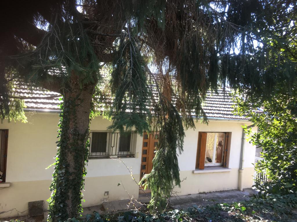 Maison de 120 M2 à Bourg Argental, avec dépendances et terrain clos de 1300 m2