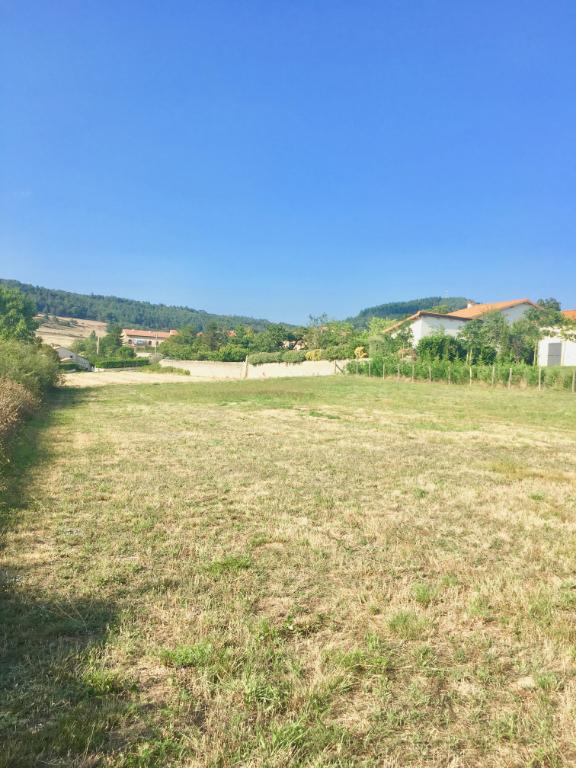 Magnifique terrain de 1172 m2 viabilisé  à la campagne proche d'Annonay