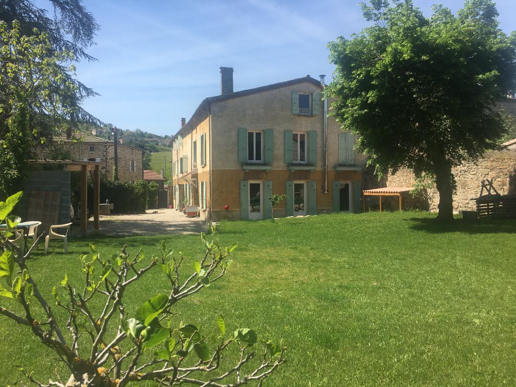 Magnifique maison de 323 m2, avec un appartement à rénover, sur un terrain clos de 1000m2 à Saint Marcel-les Annonay
