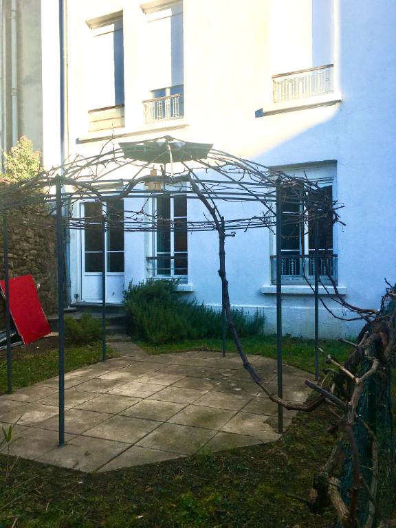 Appartement  3 pièce(s) 66 m2, rez-dechaussée, avec cour au centre ville d'Annonay