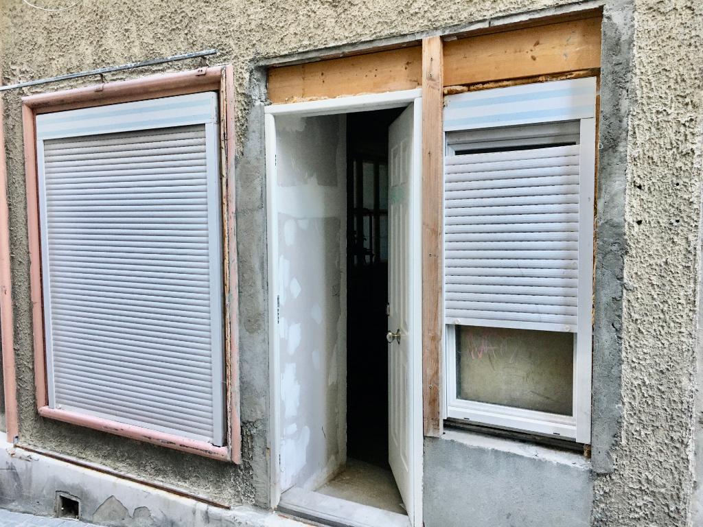 A saisir appartement  à rénover3 pièce(s) 95 m2 dans batîsse en pierre en plein centre -ville d'Annonay