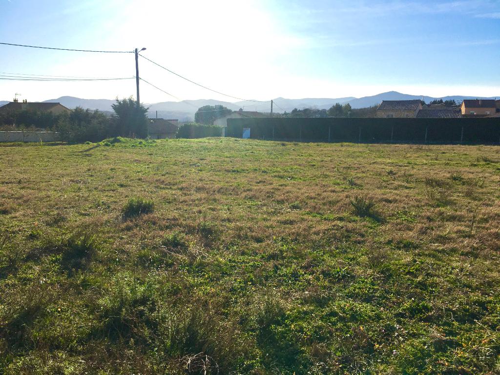 Très beau terrain plat de 810 m2 proche vallée du Rhone à Talencieux....