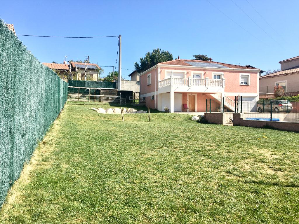 Magnifique maison de 2007 de 163m2 comprenant un studio de 53 m2, sur un terrain de 1200m2 avec piscine à Boulieu-Les-Annonay