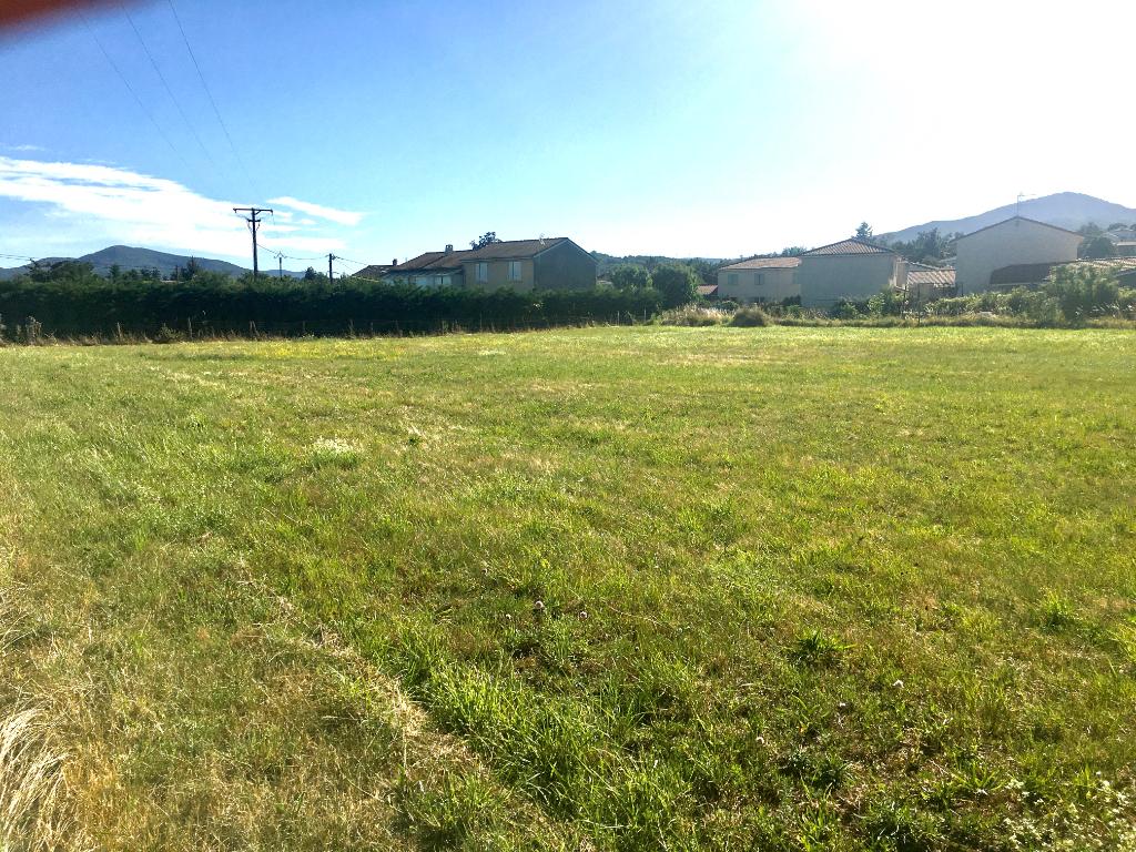 Magnifique terrain plat viabilisé de 1100 m2 à Quintenas à 10 minutes d'Annonay