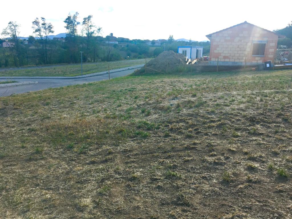 Magnifique terrain à Ardoix viabilisé de 985 m2 proche village à 10 minutes d'Annonay, à 8 minutes de Sarras