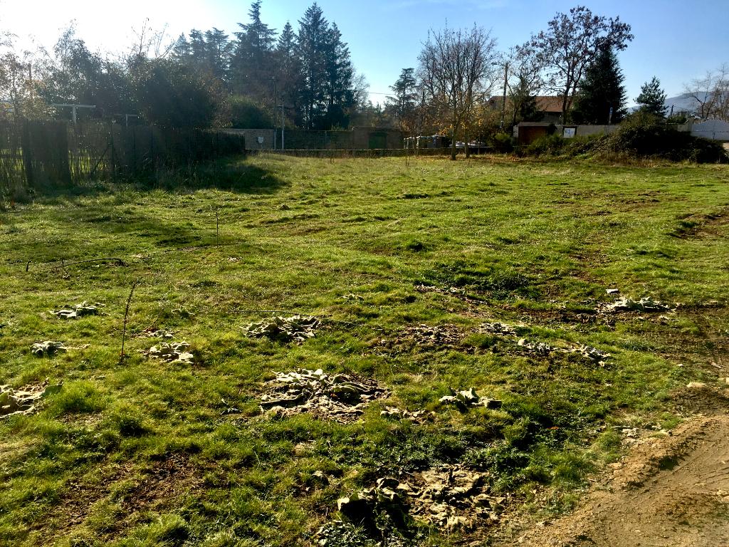 Magnifique terrain  plat et viabilisé de 1107 m2 à  5 minutes d'Annonay