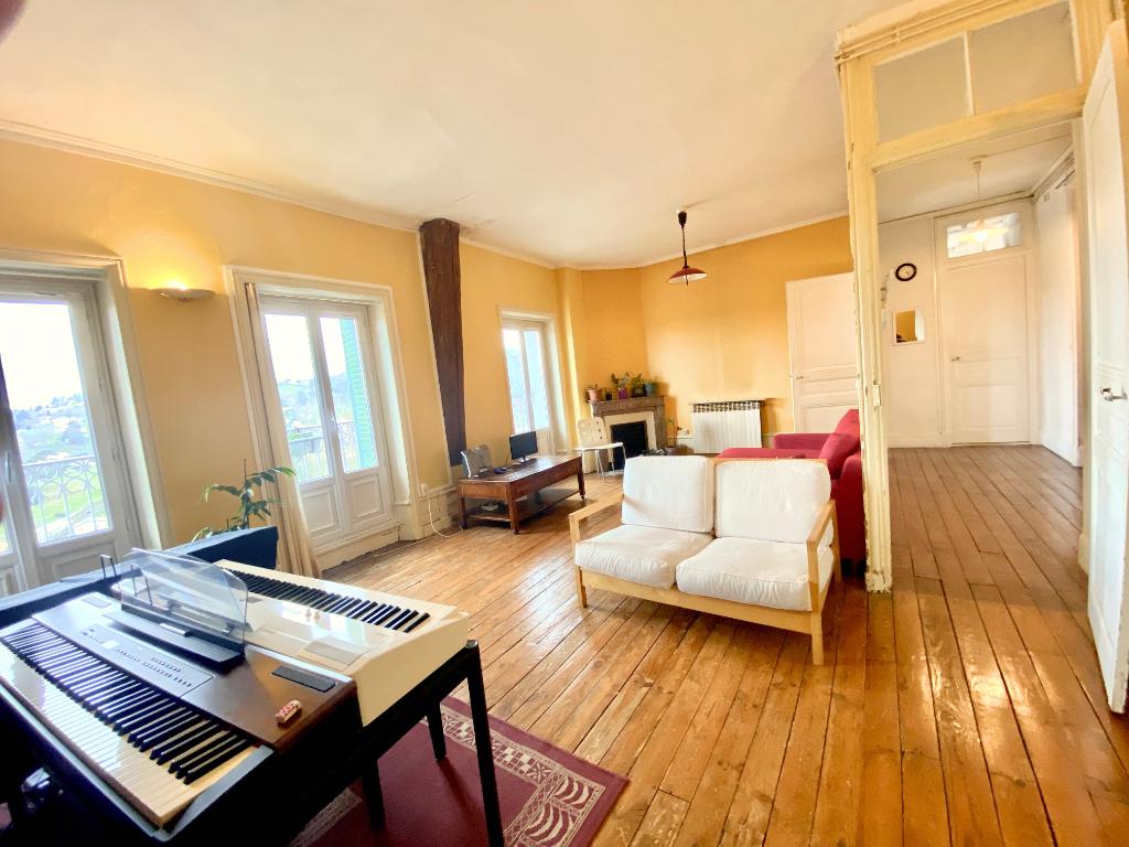 Urgent à négocier, magnifique appartement de 129 m2, 4 chambres , balcon, à Annonay...