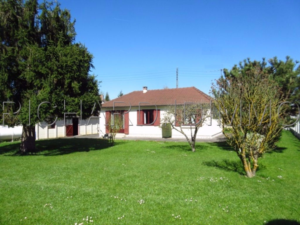 FOR SALE House on Plot 910 m² Outbuilding