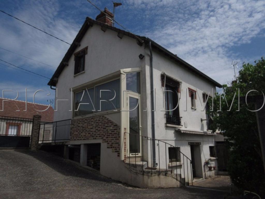 Maison A VENDRE sur 909 m² de Terrain + Dépendances