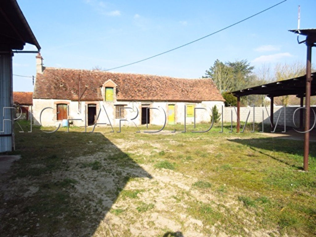 Farmhouse FOR SALE on 2619 m² of land Various outbuildings