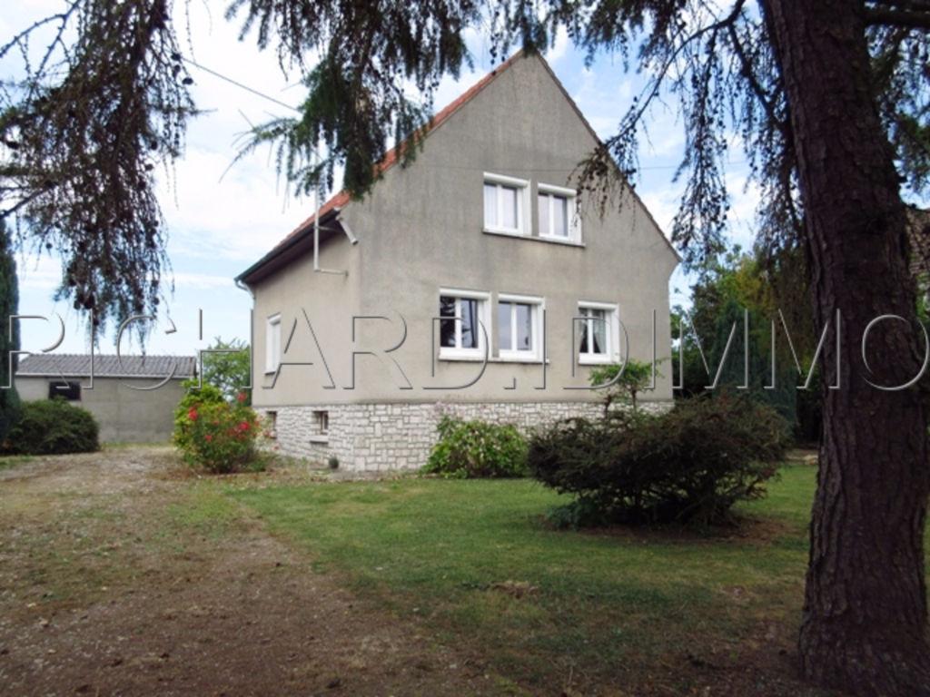 Maison A VENDRE sur 2386 m² de Terrain + divers dépendances