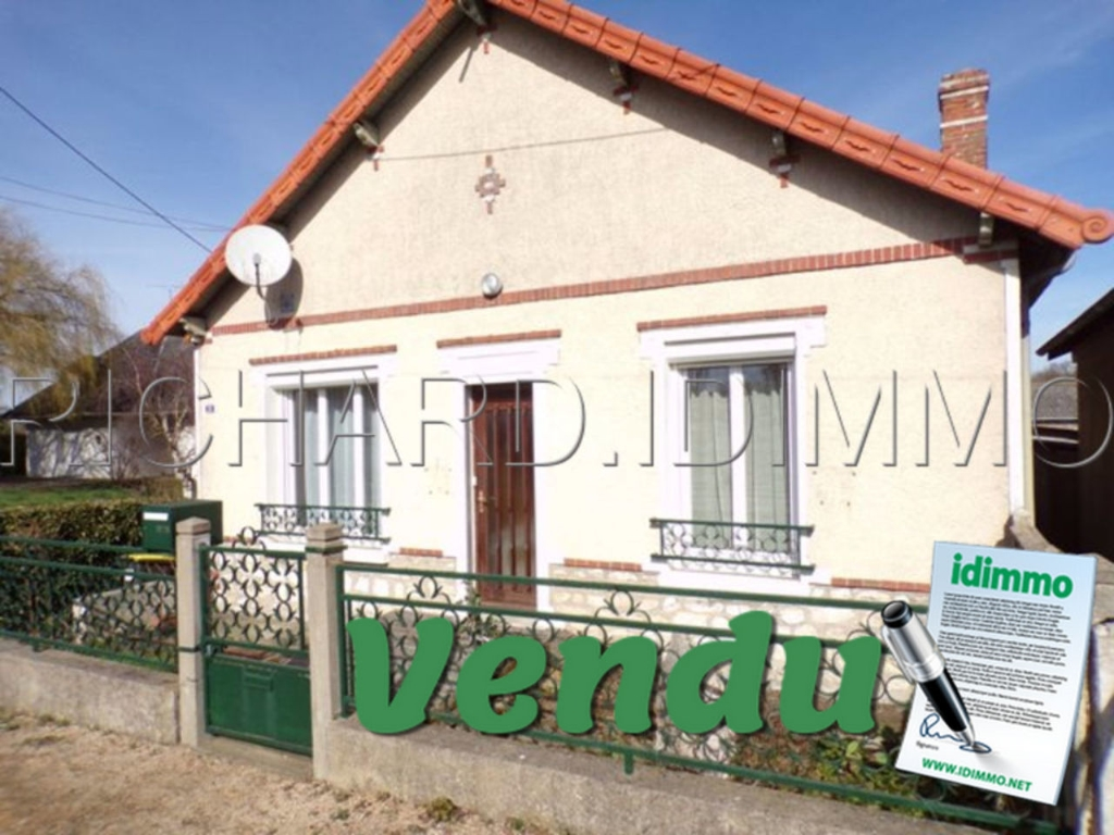 House FOR SALE on ground of 678 m ²