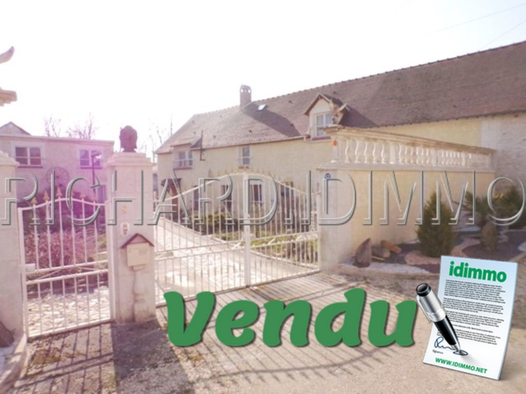 Property for sale - 3 dwellings on 1590 m² of land and various outbuildings