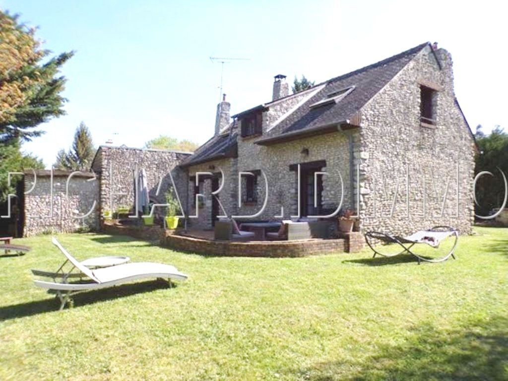 Stone house for sale on 1.242 m² of land