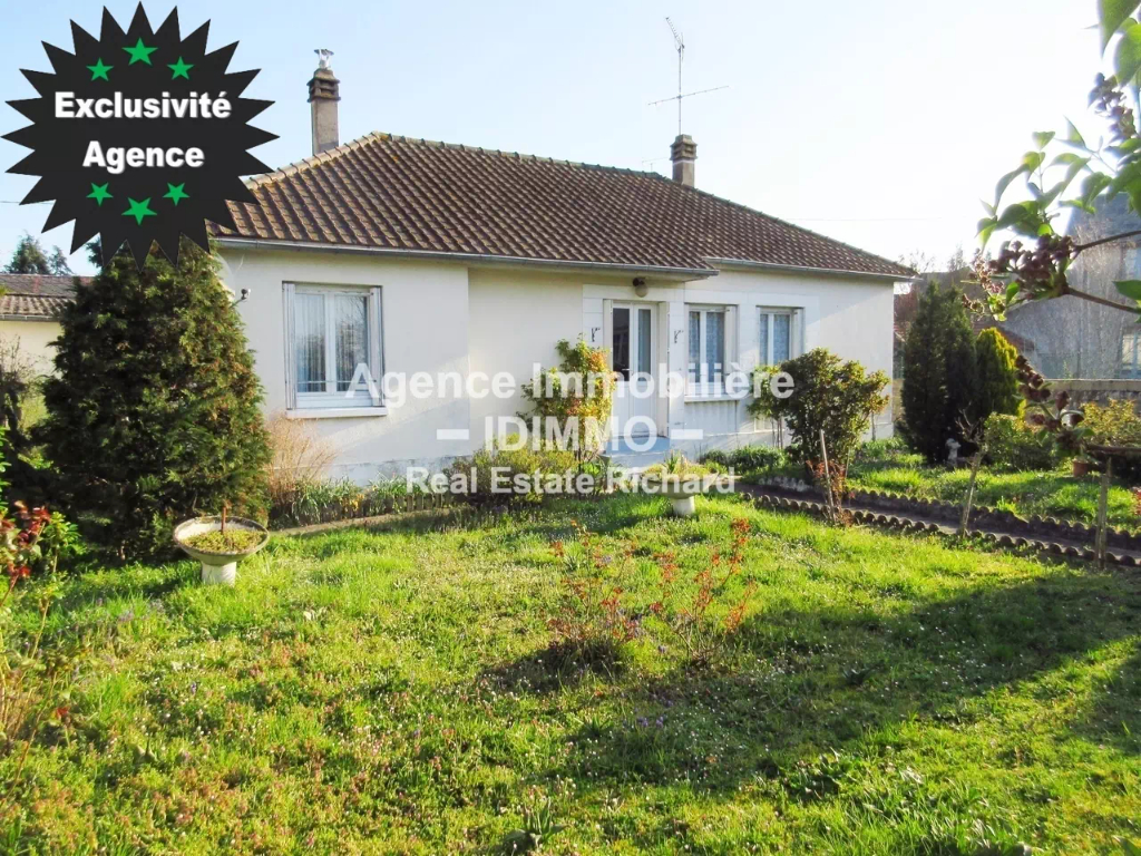 FOR SALE Single storey house, 566 m² of land, garage, full basement.