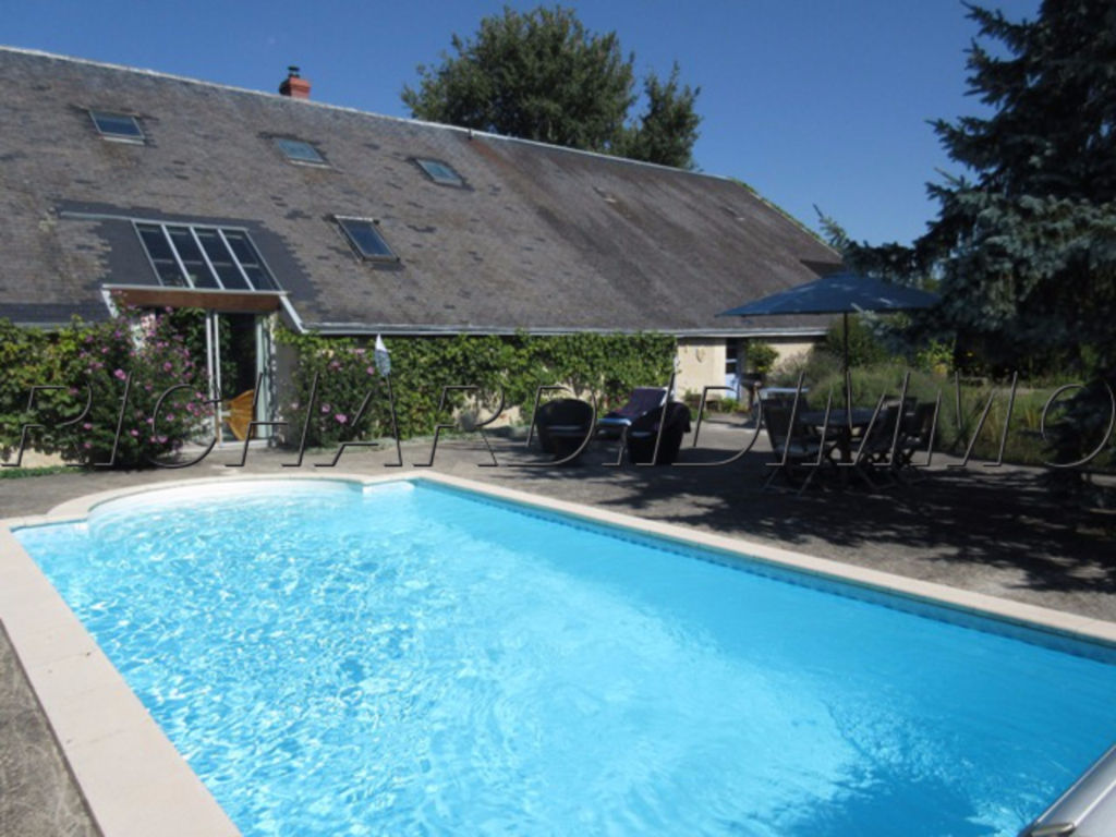 House of 225 m² FOR SALE on land of 1940 m² Swimming pool and outbuildings