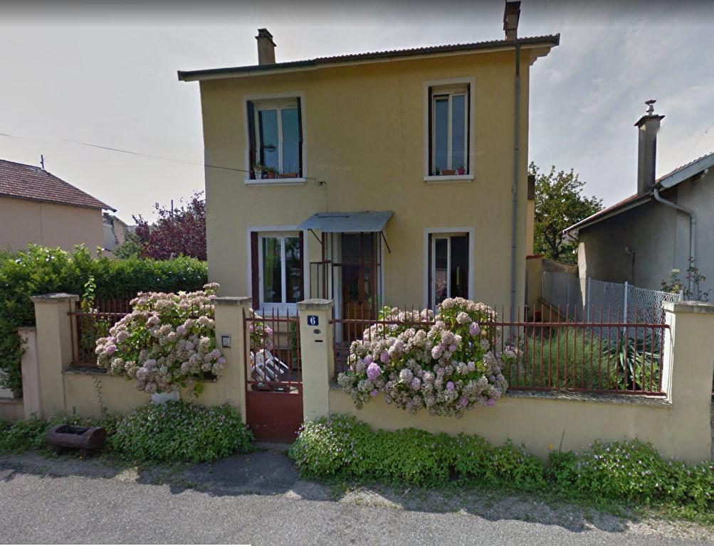 Dans une maison T2 de 55 m2 avec terrasse