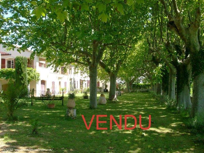 VENDU  DEMEURE d' EXCEPTION XVIII ème SUD ALPILLES 11 HA TERRAIN  Ref TAFFURO 109